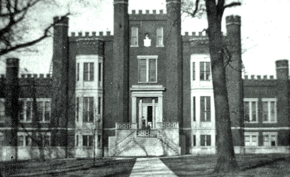 Mccoy_castle_building_1914
