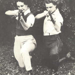 Fashion_1937_life_women_intramurals_shooting