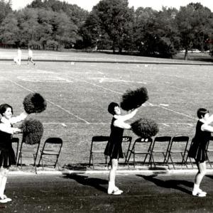 Fashion_1969_Life_cheerleaders