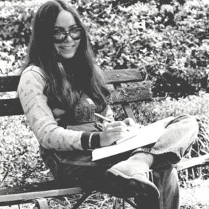 Fashion_1970s_Woman_outside