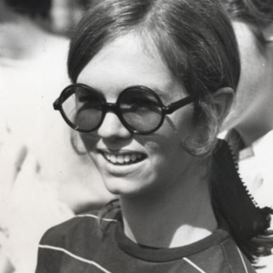 Fashion_1970_student_wearing_sunglasses
