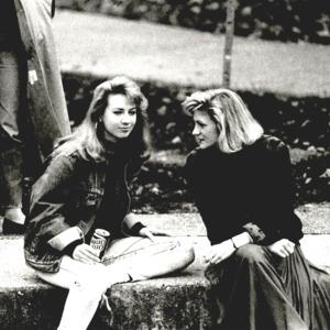 Fashion_1989_Life_Women_outside