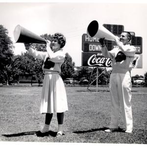 Fashion_1960s_Life_cheerleaders