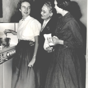 Fashion_1956_april_students_and_dorm_mother