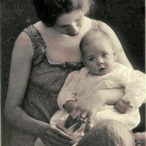 Shelby_Foote_baby_and mother_1917_002.jpg