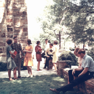 Fashion_1968_Life_students_outside_near_palmer