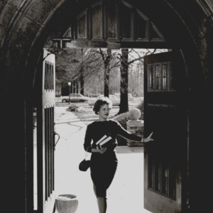 Fashion_1962_life_student_in_doorway