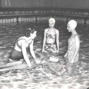 Fashion_1955_Life_Women_swimsuits