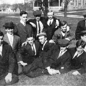 Image6_Gordon_men_front_of_dorm.jpg